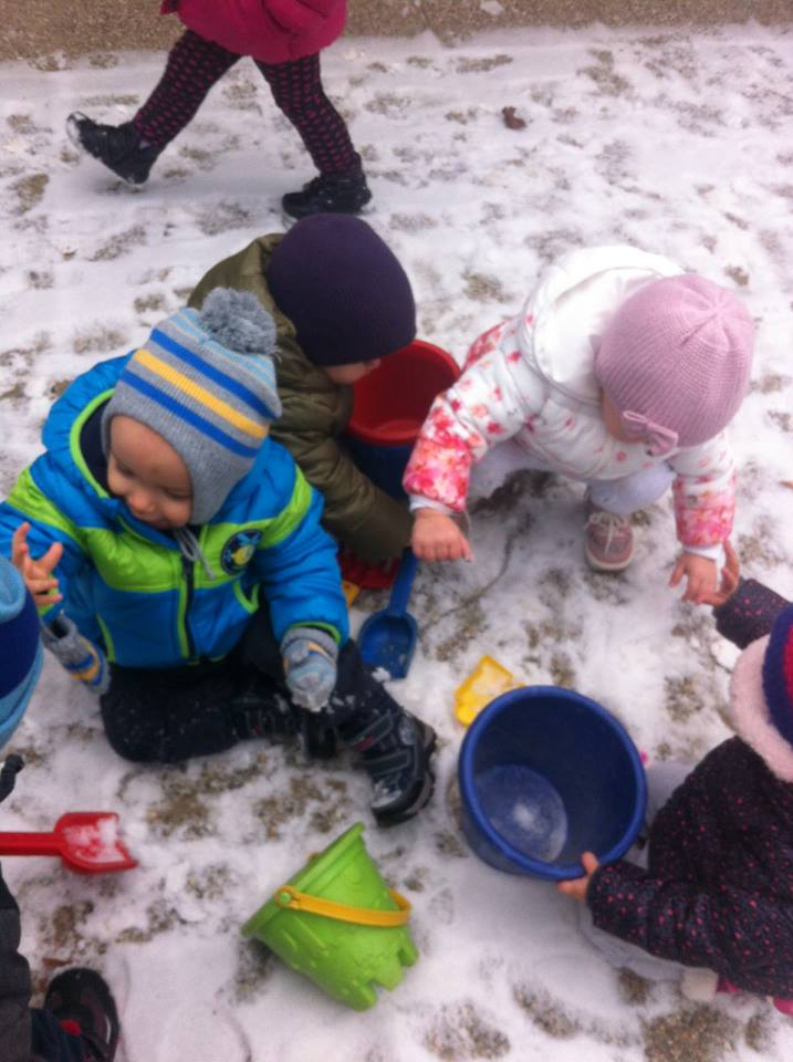"""Snijeg razveselio i malene """"Ježiće"""""""