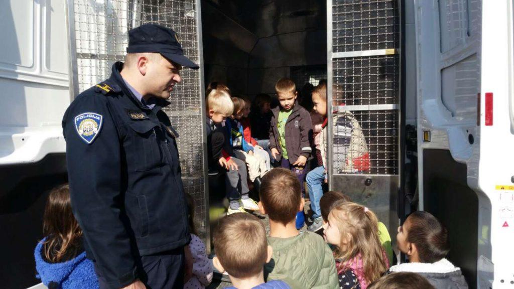 Loptice i Cvjetići obilježili Dan policije