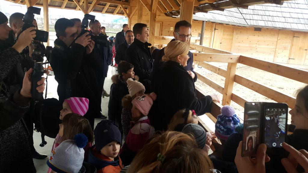 Predsjednica Kolinda Grabar-Kitarović posjetila deve