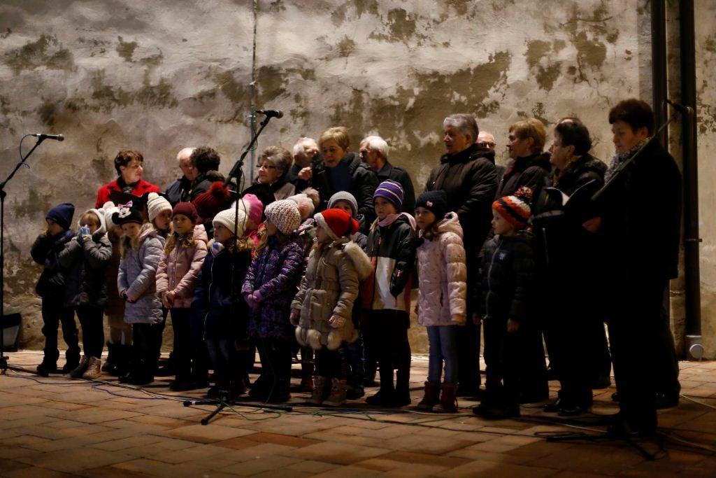 """Prikaz živih jaslica i nastup dječjeg zbora """"Maslačak"""""""