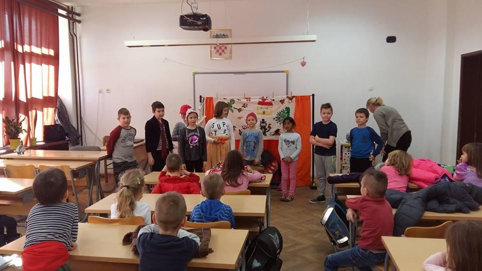 """Cvjetići uživali u predstavama """"Maca papučarica"""" i """"Lutkarski show"""""""