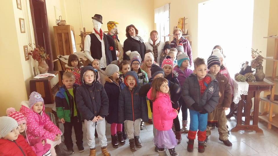 Skupina Cvjetići i polaznici Etno-tradicijskog programa posjetili prostore Udruge žena grada Đurđevca