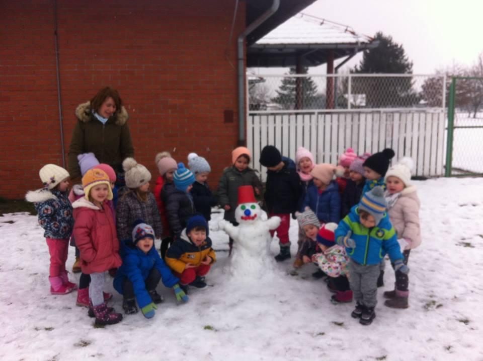 """Skupina """"Ježići"""" na snijegu"""