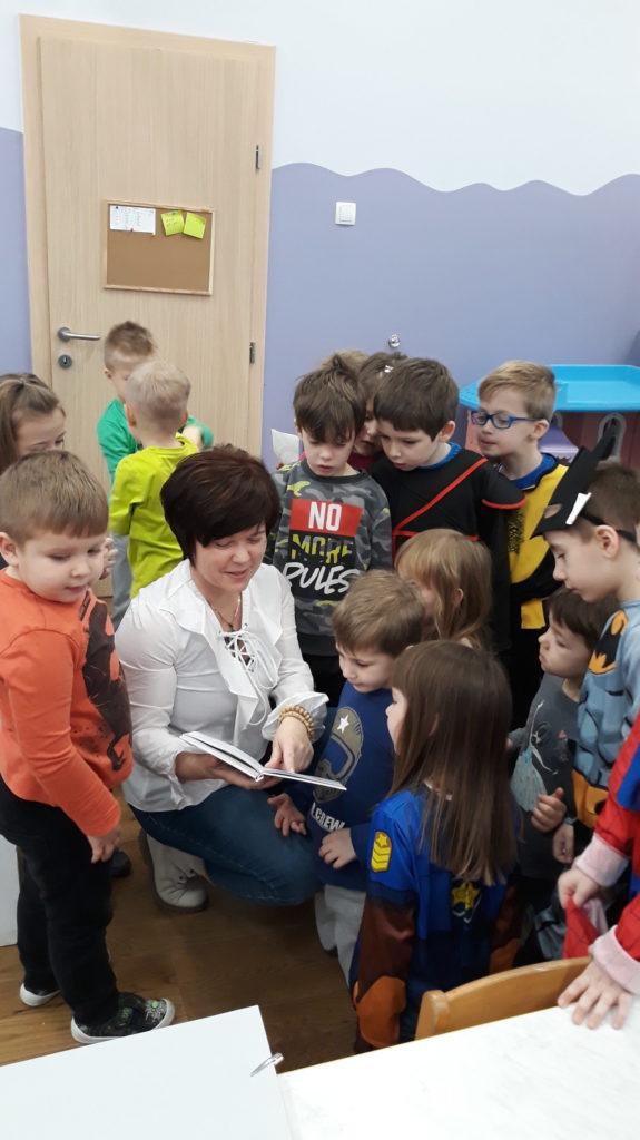 Lokalna književnica Sunčica Orešić posjetila Zvončiće