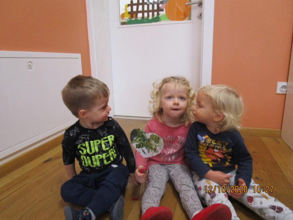 Dječaci skupine Srčeka čestitali svojim prijateljicama Dan djevojčica